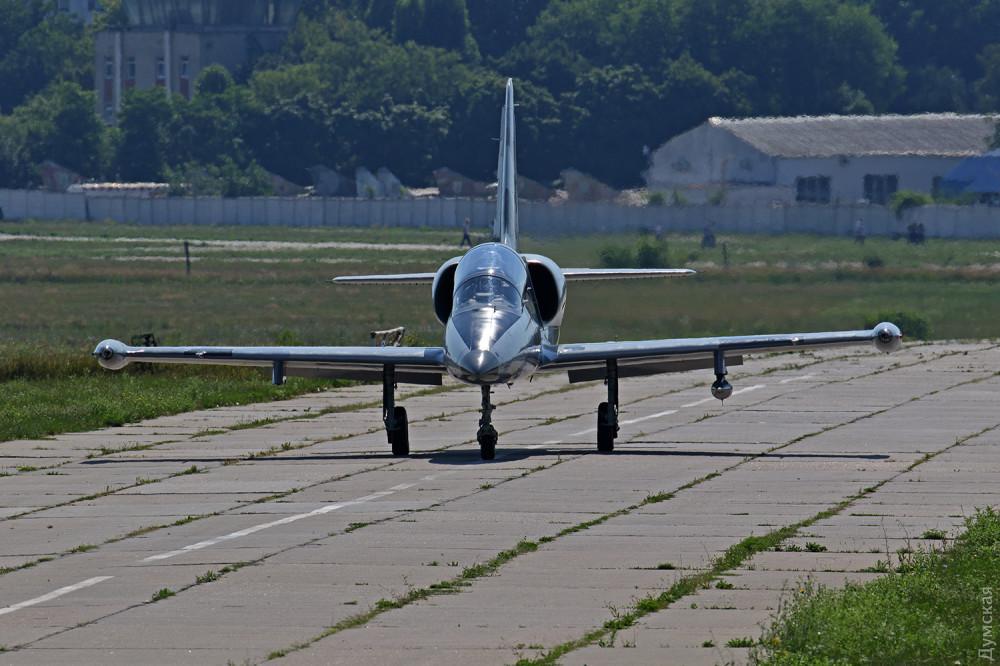 на фото черговий модернізований літак L39M1 від Одеського авіазаводу