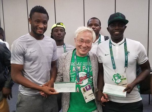 super eagles recieves cheque from japanese billionaire