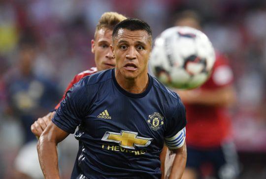 Chọn Sanchez làm đội trưởng, Mourinho bị 'ném đá'