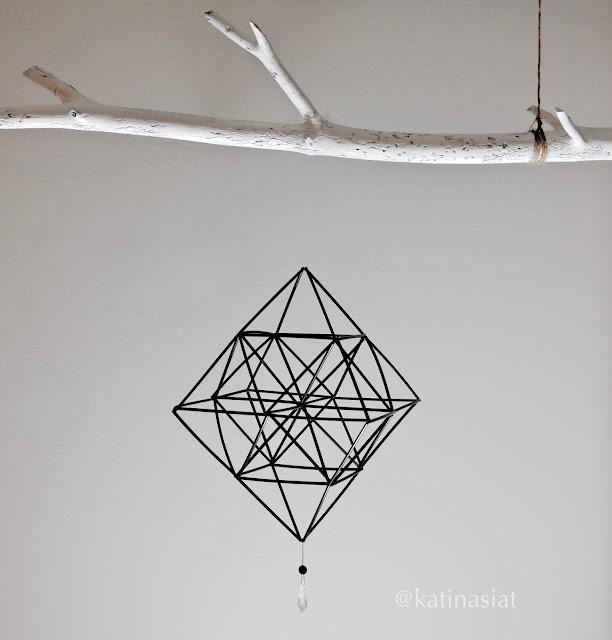 Himmeli, pillihimmeli, straw himmeli,askarteluidea, jouluaskartelu, muovipilleistä modern geometric