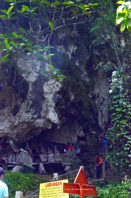 Makam warga di gua batu Kete Kesu Tana Toraja Sulsel +Fotojelajahsuwanto