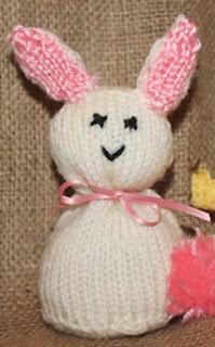 http://translate.google.es/translate?hl=es&sl=en&tl=es&u=http%3A%2F%2Fwww.allaboutyou.com%2Fknitting-patterns%2Ftoys-to-knit%2Feaster-bunny-easy-knitting-pattern