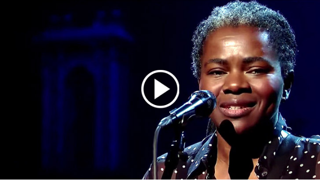 """Legendary Tracy Chapman Performs Iconic Live Version Of """"Stand By Me"""" And It Will Cover You In Chills !!!"""