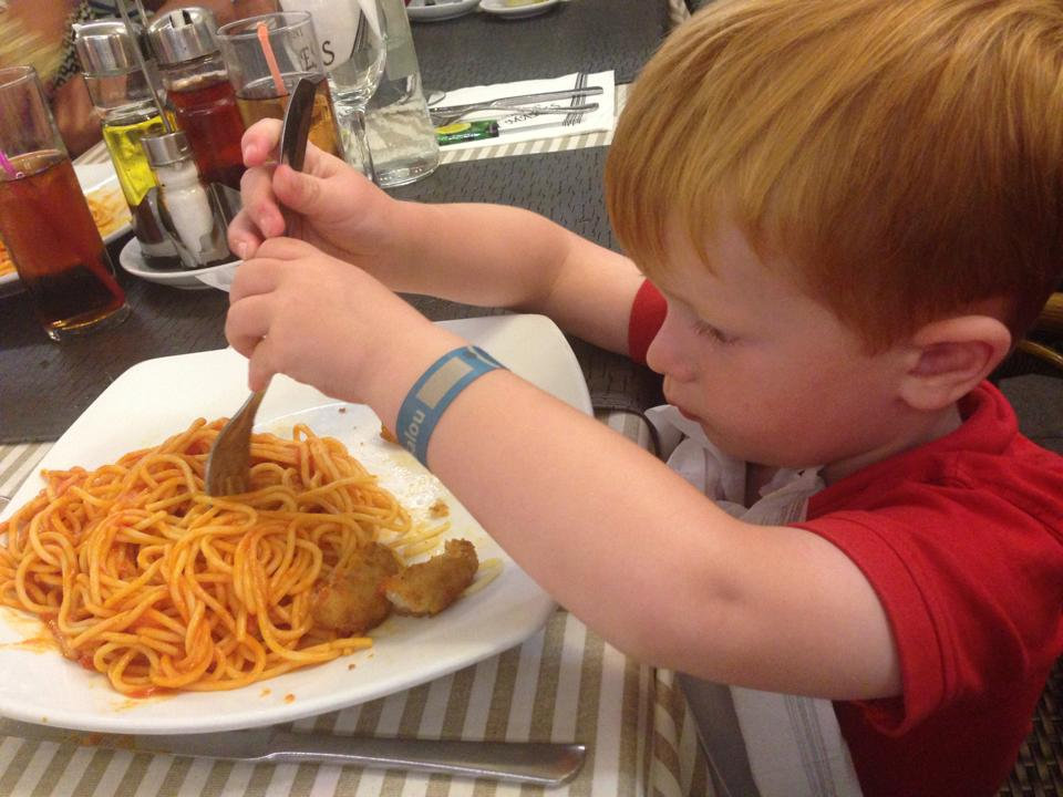 10 things that happen when on holiday with under 5s - they eat the same food