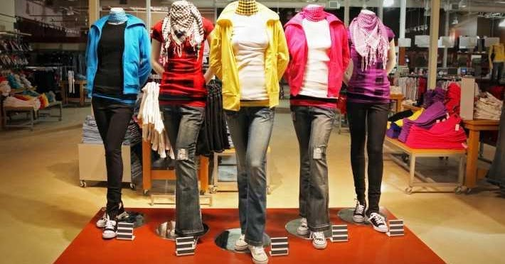 the impact of online apparel stores on Assuming that 17% ($777 billion) of the goods sold via e-commerce in america consist of apparel, shoes and accessories, this would put the total retail and online clothing, shoes and accessories market in america at $4542 billion.