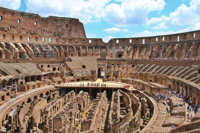 Interior y subterráneos Coliseo en Roma