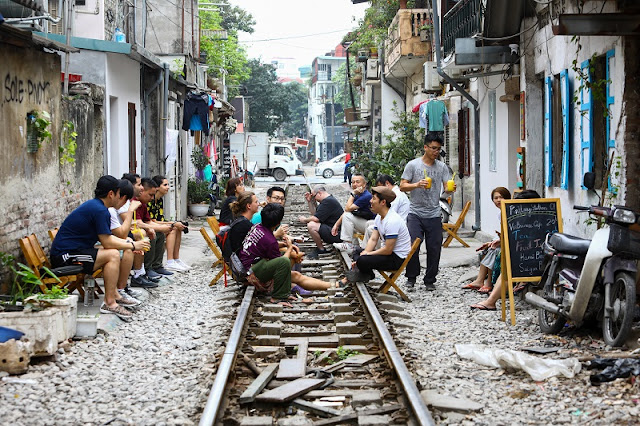 Indian newspaper lists out three reasons to visit Hanoi Train Street