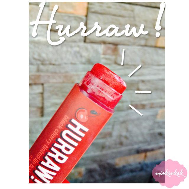 hurraw-black-cherry-renkli-lip-balm-yorumlari-kullananlar-swatches