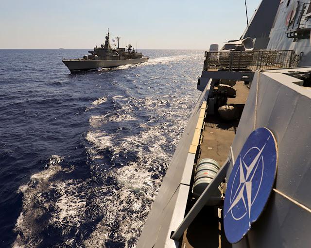 """Πλοίο του ΝΑΤΟ """"εγκλώβισε"""" τη φρεγάτα ΣΑΛΑΜΙΣ! - ΒΙΝΤΕΟ"""
