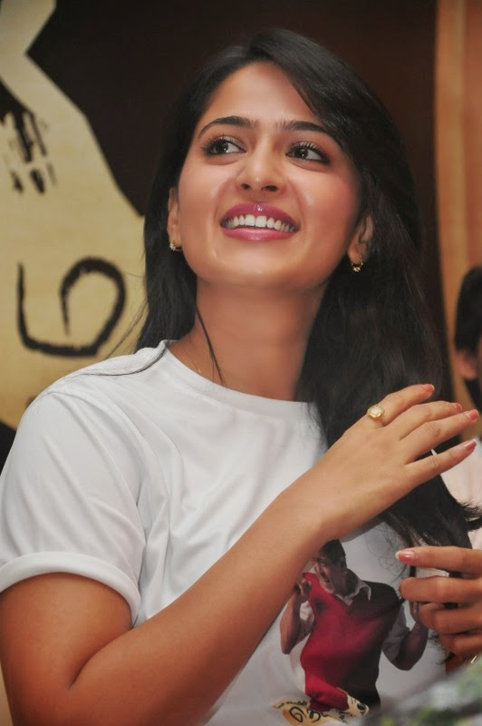 anushka shetty cute smile - photo #15