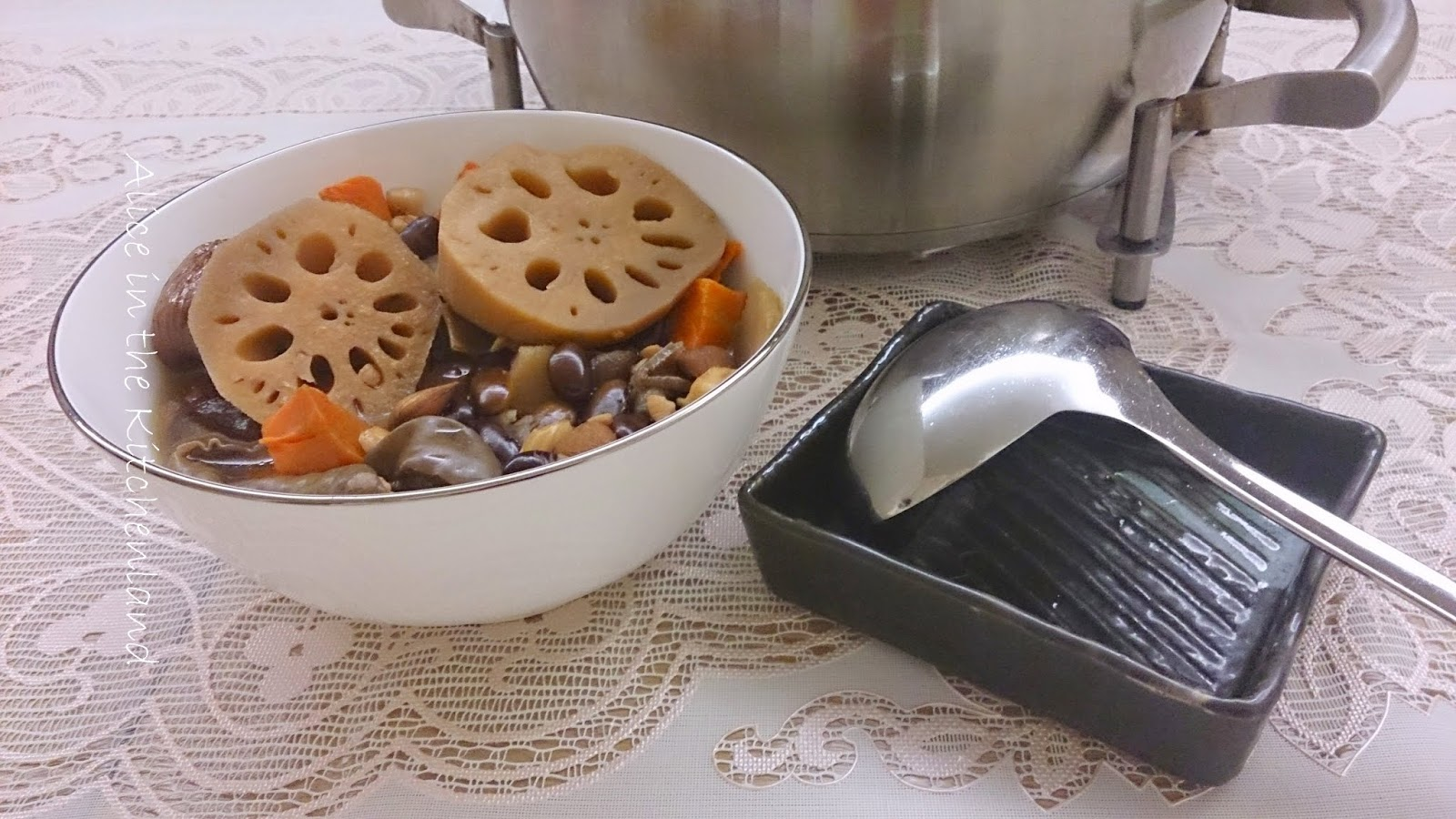 黑木耳蓮藕素湯(調理生理期間不適)~☣~Black Fungus Lotus Vegetarian Soup | Alice in the Kitchenland