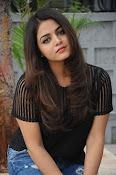 Wamiqa Gabbi stylish photo shoot-thumbnail-13
