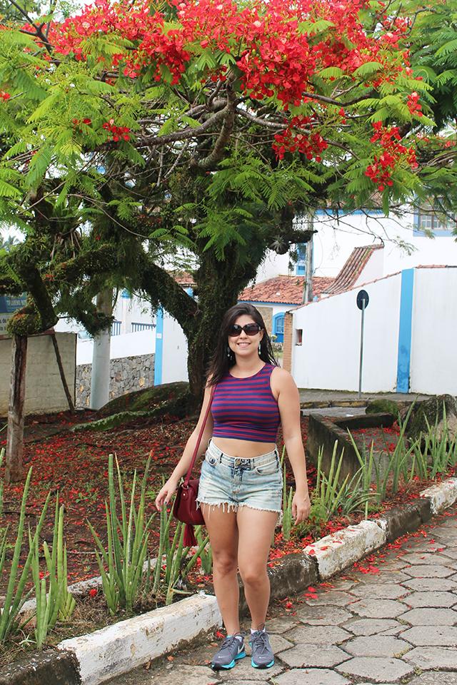 Look Clá cropped e jeans Ilhabela
