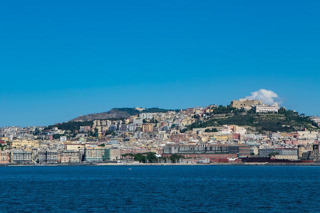 Molo Beverello, Maschio Angioino e Caastel Sant'Elmo visti dal mare-Napoli