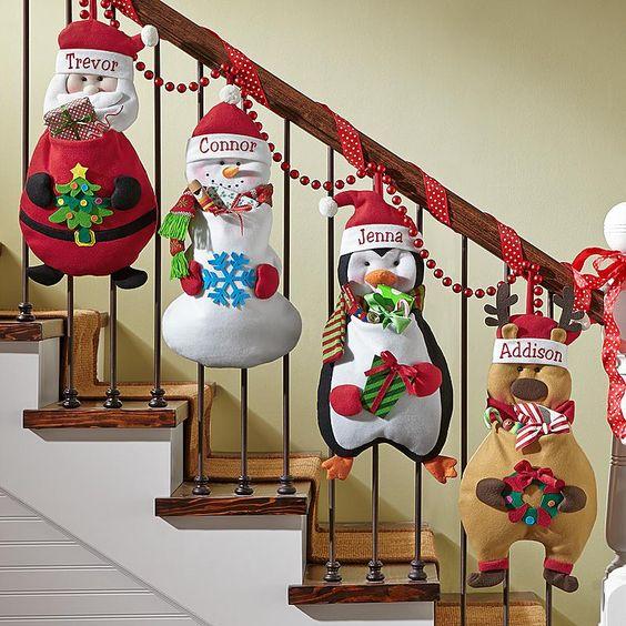 8 maneras de decoraci n navide a con guirnaldas para for Gradas decoradas