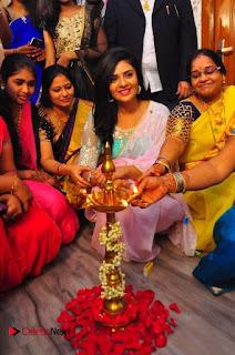 Sreemukhi Launches Manvis Saloon  0024.jpg