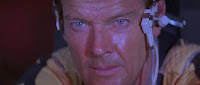 Roger Moore als James Bond in Moonraker