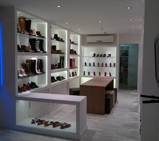 ff2b03d87 A ideia era que o espaço de exposições dos produtos, no caso, os sapatos,  transmitisse uma atmosfera de loja aos clientes que são na maioria lojistas.
