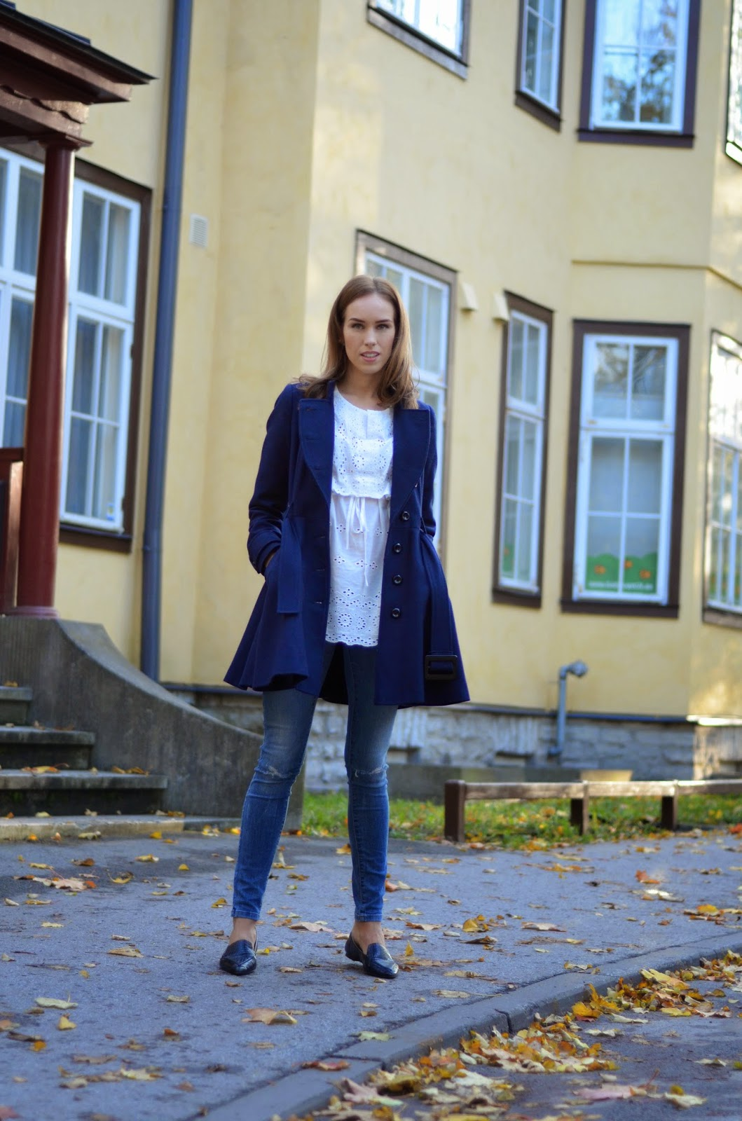 fall-outfit-wool-coat-white-top-jeans-flats