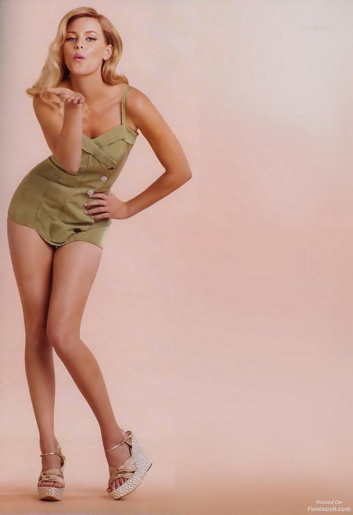 Elizabeth Banks Bikini Pics 96