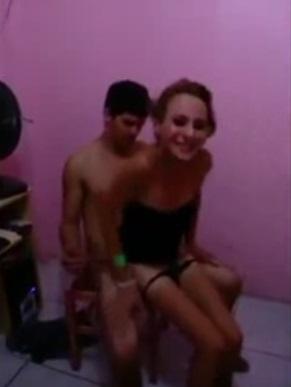 Felipe Caiu Comendo Travesti Novinha