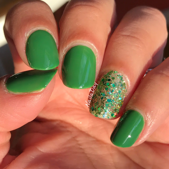NailaDay: Sinful Colors Exotic Green and Different Dimension Wee Bit Irish