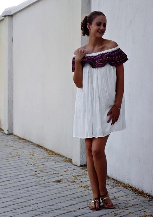 Outfit-Vestido-Blanco-volante-rayas-2