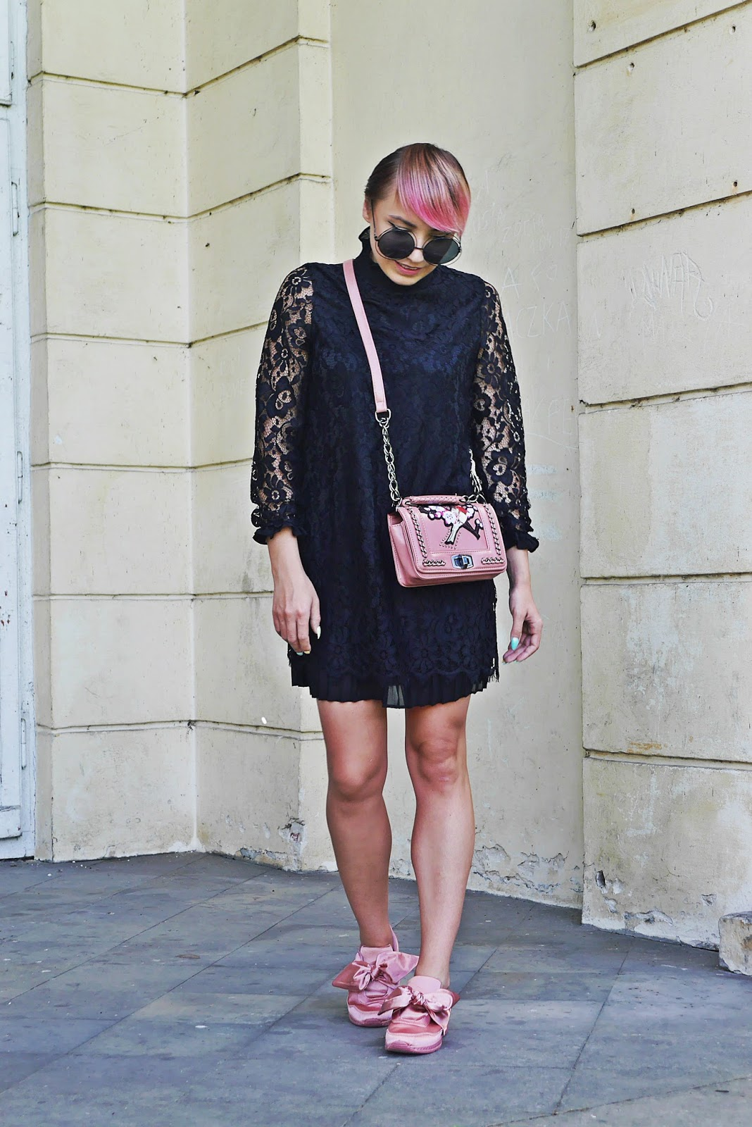 renee_shoes_pink_lace_dress_embroidery_bag_karyn_blog_modowy_150817c