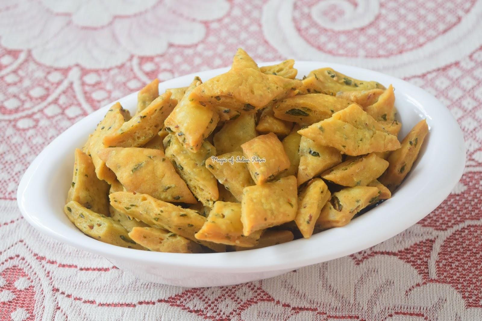 Masala Palak Mathri Recipe 2