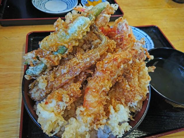 海鮮天丼(大)のアップの写真