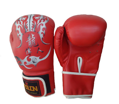 Găng tay boxing là dụng cụ không thể thiếu với các boxer