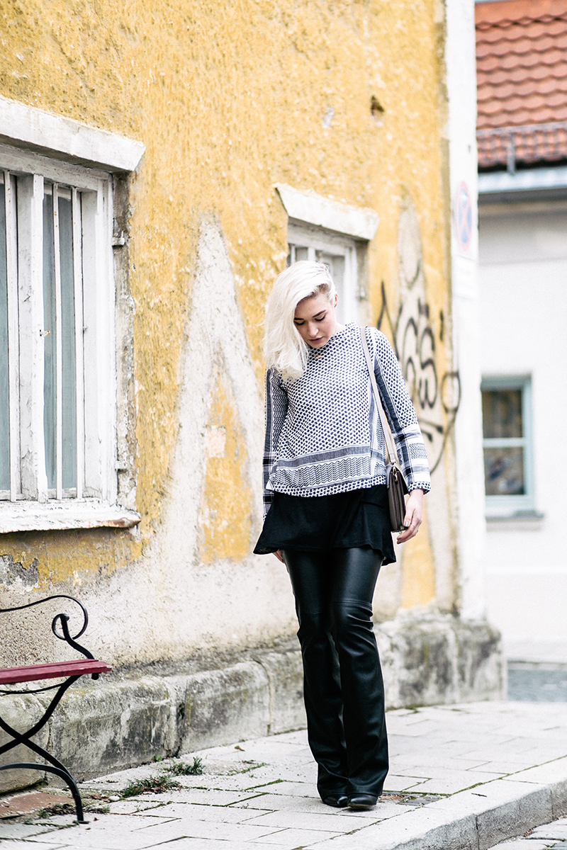 Fashion-Style-Cecilie Copenhagen-Sassyclassy-Leather-Flares-Pali-Pali Trend-ootd-Winter-Style-Streetstyle-Look-Outfit-Look of the Day-Fashion-Fashionblog-Modeblog-Modeprinzesschen-Munich-Muenchen