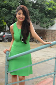 Poonam Kaur latest sizzling photos-thumbnail-4