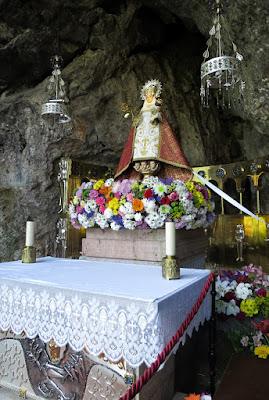 Virgen de Covadonga en La Cueva