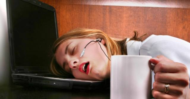 Rasa kantuk merupakan tanda umum yang mengindikasikan badan perlu istirahat Inilah Cara Efektif Usir Kantuk Saat Bekerja / Di Kantor