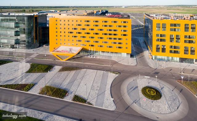 Вид на отель Hampton by Hilton Saint Petersburg ExpoForum с высоты птичьего полета