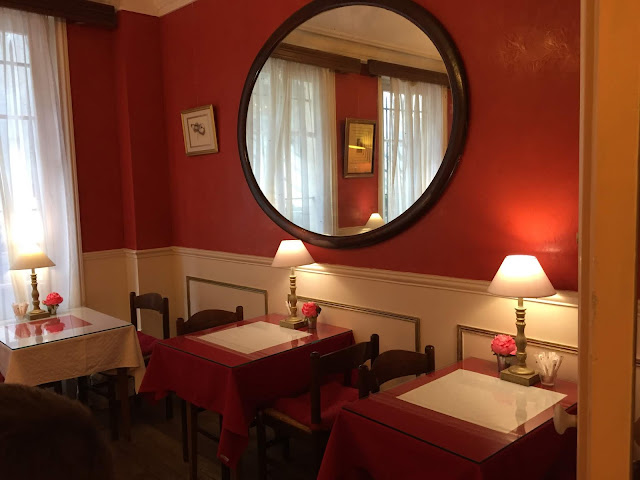 The breakfast room at Hotel Chopin in Paris