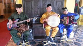 Dendang Musik Melayu Di Istana Maimoon Medan Indonesia