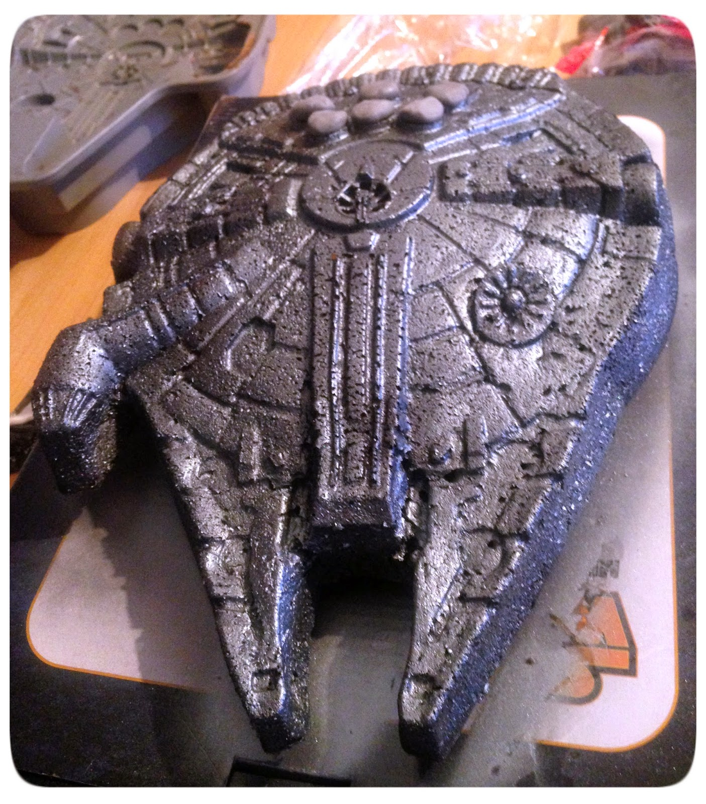 Star Wars Red Velvet Cake: Millennium Falcon