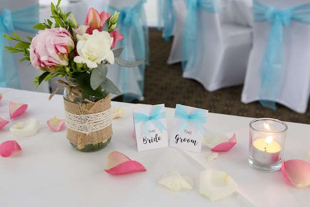 Click to find out how to make gorgeous DIY wedding place names and menus!