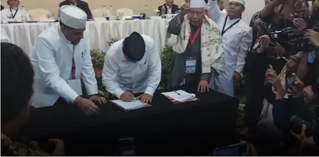Serahkan Pakta Integritas, Ijtima Ulama Resmi Dukung Prabowo-Sandi, Direspon Janji-janji