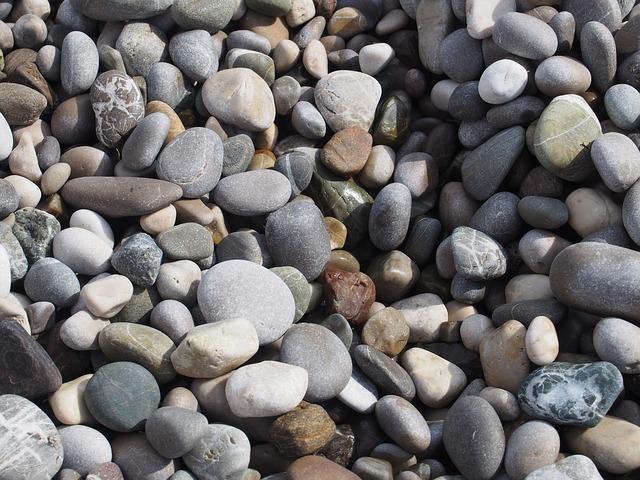 حجر من النهر