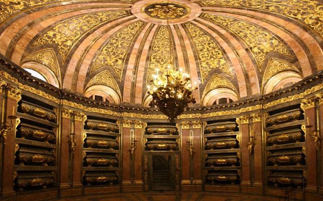 Panteão dos Reis no El Escorial em Madri