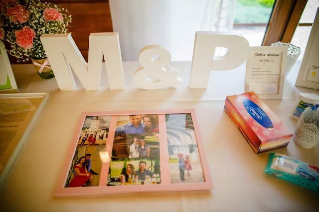 stół pamiątkowy, atrakcje dla gości, ślubne pamiątki, dekoracje ślubne