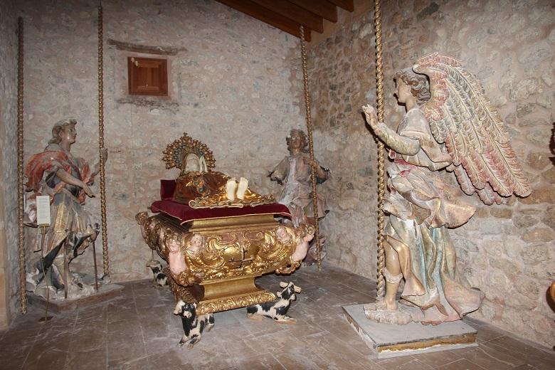 Los ángeles del conjunto de la Dormición de la Virgen previo a la intervención