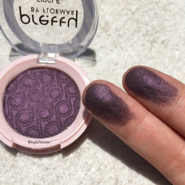 pretty by flormar single eyeshadow 010 deep plum swatches