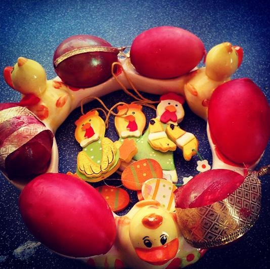 Πως θα βάψεις κόκκινα αυγά την Μεγάλη Πέμπτη!