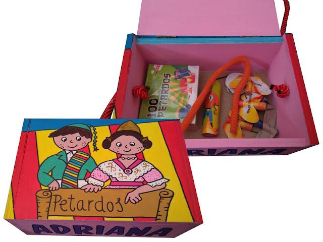 Caja de madera para petardos personalizada pintada a mano