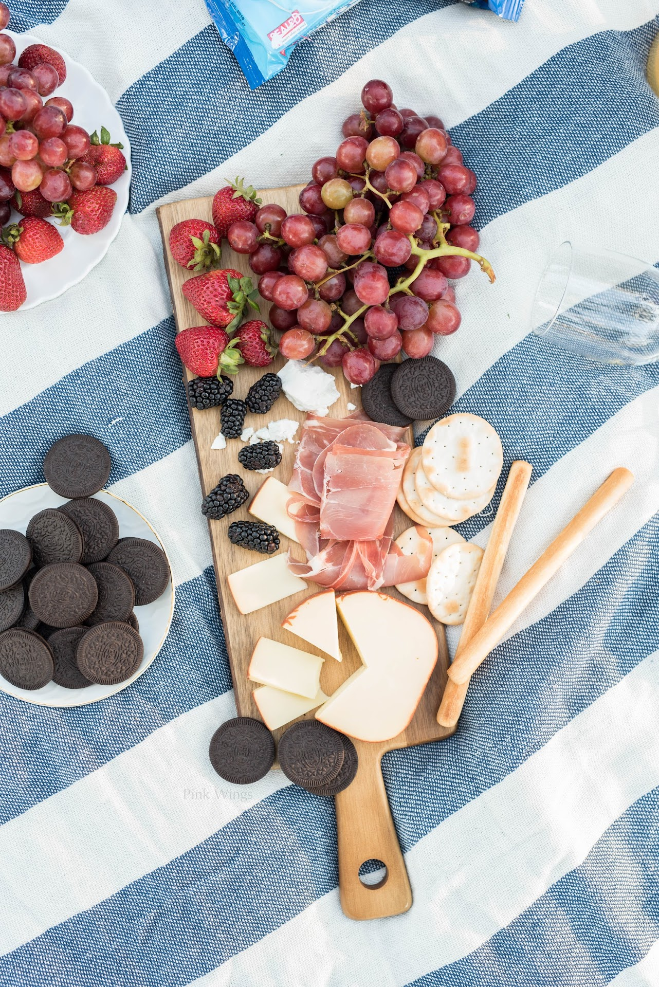 romantic picnic, picnic for two, how to throw the perfect picnic, picnic ideas, where to buy a picnic basket, tips for picnics, picnic blanket, picnic food ideas, picnic dessert, cheese board ideas, picnic food, charcuterie, summer picnic ideas