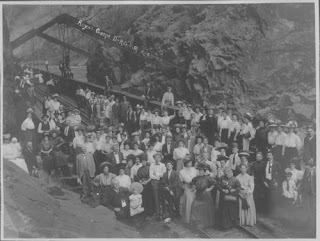 "ALT=""Passengers standing along the hanging bridge of the Royal Gorge in 1908."""